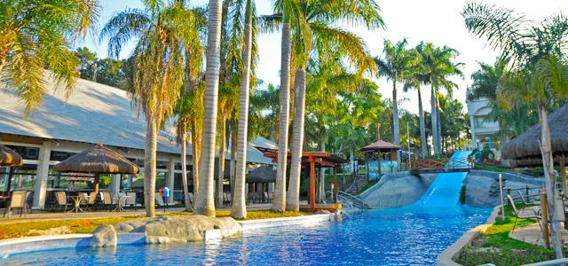 Piscina no Mavsa Resort