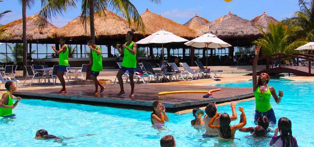 Atividades nas piscinas do Serrambi Resort
