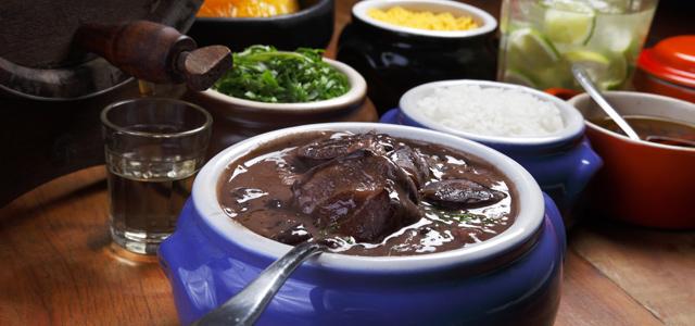 Em sua estadia no Dom Pedro Laguna, delicie-se com as deliciosas opções presentes no menu do Restaurante Al Fresco.
