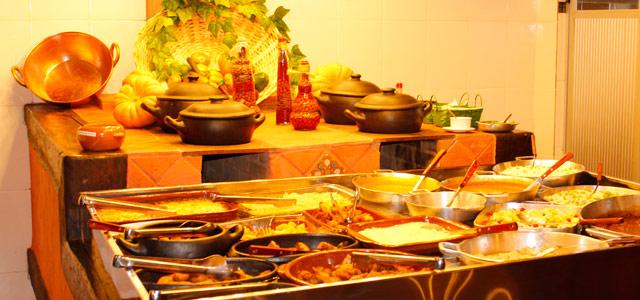 A melhor culinária está no Parque do Avestruz Hotel Fazenda