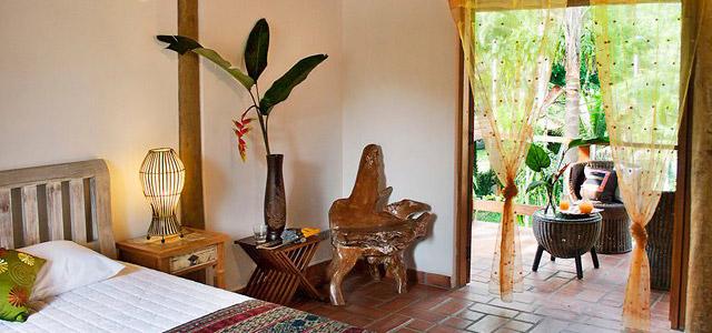 Móveis e clima zen na Villa Manakás - Pousadas em Camburi