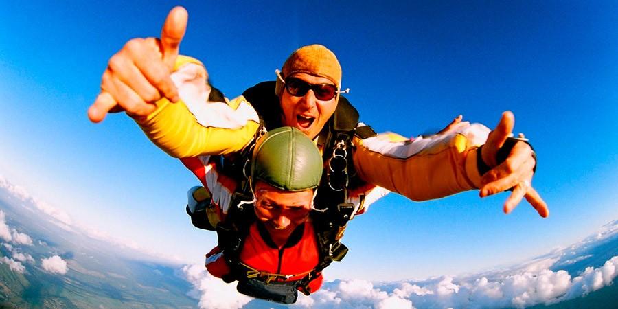 A sensação de saltar de paraquedas