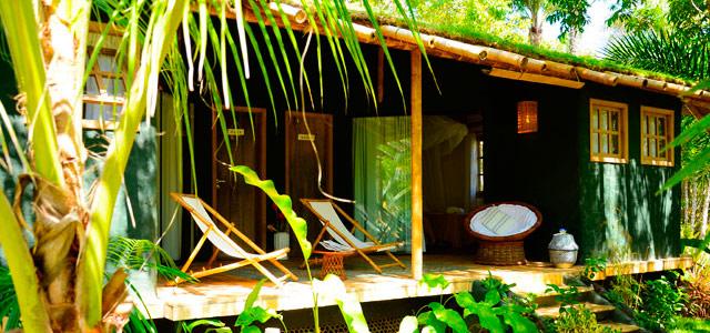 Decoração integrada à natureza no Butterfly House Bahia