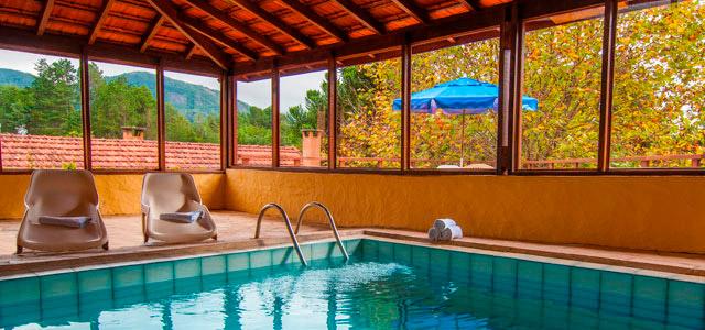 Piscina aquecida - Hotel Ninho do Falcão