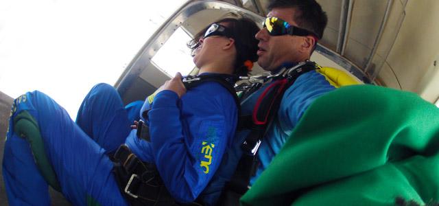 Preparação para saltar de paraquedas