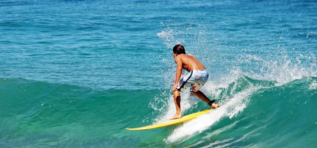 Surf na praia do Francês - Praias de Alagoas