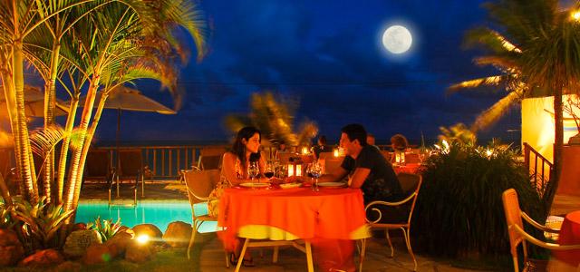 Jantar a dois sob a lua de Natal - Manary Praia Hotel