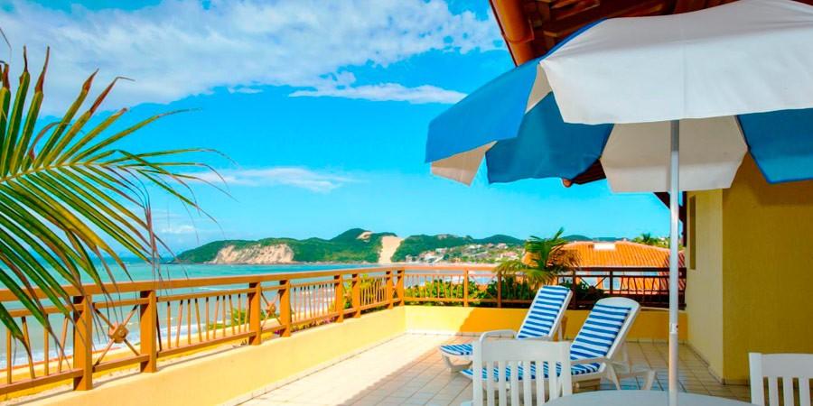 Acorde com a vista incrível para o mar do Visual Praia Hotel