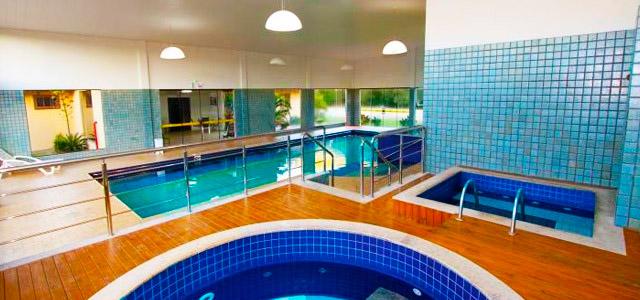 piscina-interna-aquatico-aguas-de-Palmas-Resort-zarpo-magazine