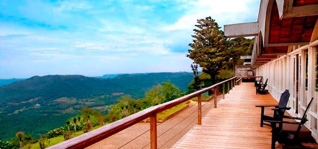 deck-Laje-de-Pedra-Mountain-Village-zarpo-magazine