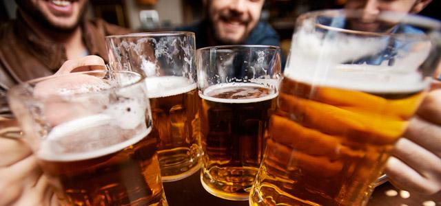 brinde-cerveja-amigos-pub-zarpo-magazine