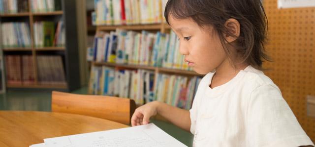 crianca-asiatica-biblioteca-zarpo-magazine