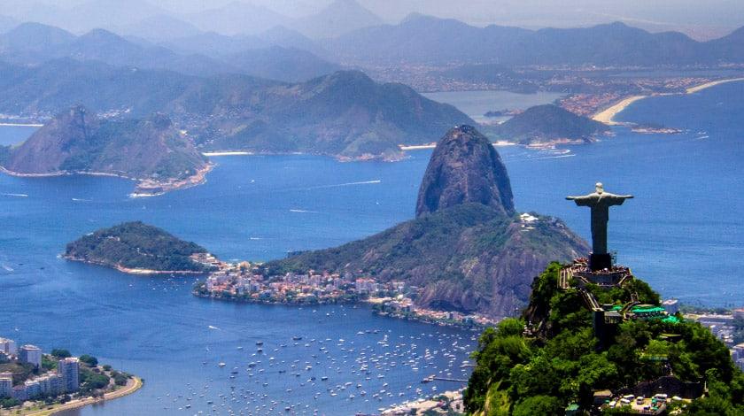 Vista aérea do Rio de Janeiro e do Cristo Redentor