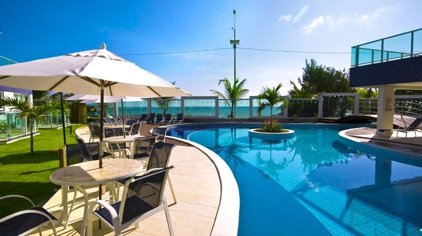 Área da piscina do Coral Plaza, oferta do Nordeste com Aéreo
