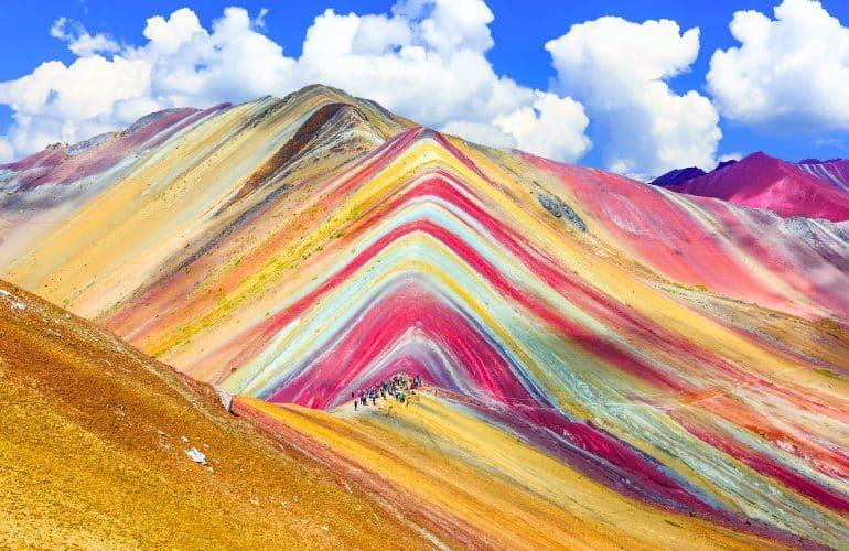 Conheça a Rainbow Mountain, o passeio da moda no Peru