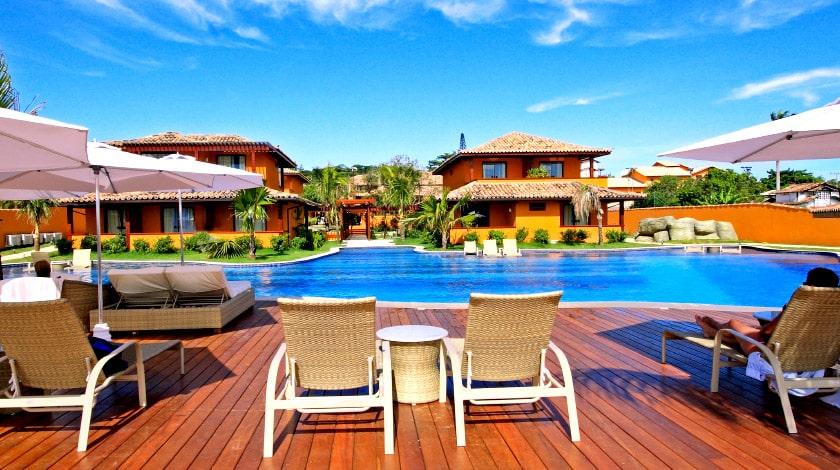 Área da piscina do Ferradura Resort Búzios