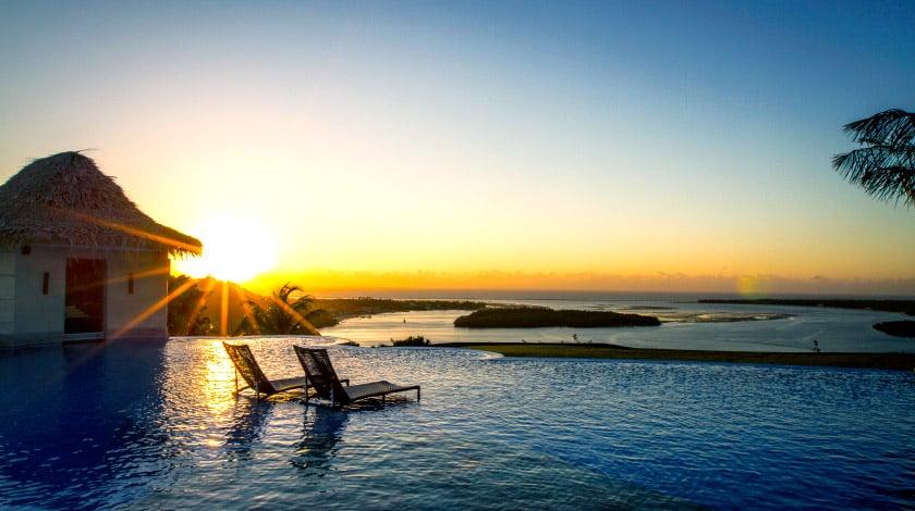 Lagoa do Roteiro e piscina do Gungaporanga Hotel, em Barra de São Miguel