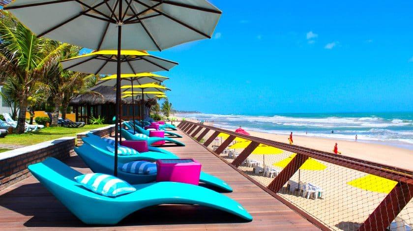 Deck com vista para o mar do Kembali Hotel