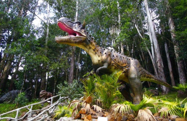 A era jurássica invade Olímpia, em um parque temático de dinossauros!