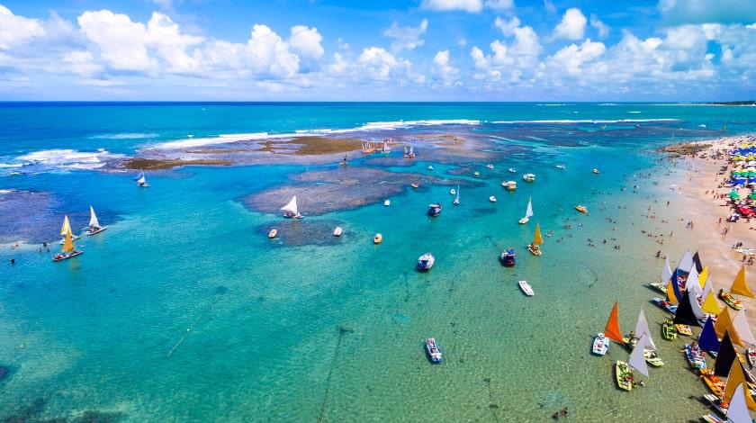 Piscinas naturais de Porto de Galinhas, em Pernambuco, um dos mais famosos pontos turísticos do Brasil