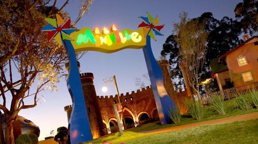 Entrada do Miniville, espaço temático infantil do Royal Palm Plaza Resort