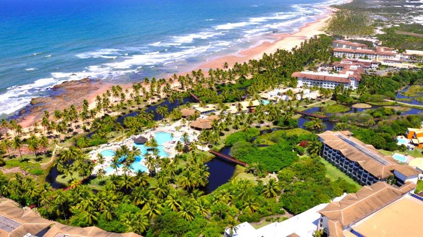 Vista aérea do complexo Costa do Sauípe, com três resorts All-Inclusive