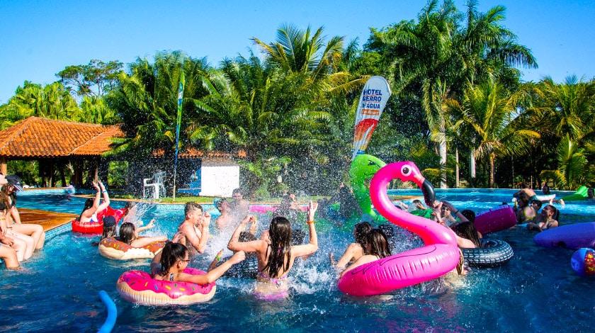 Crianças se divertindo no Berro D'Água Eco Resort, no interior de SP