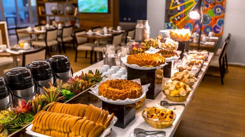 Café da manhã do Bugan Hotel Recife, em Recife, Pernambuco