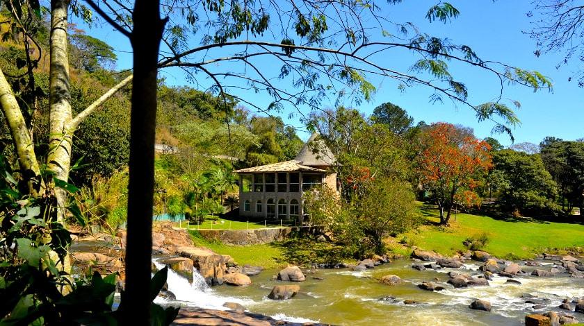 Foto da cachoeira do Hotel Recanto da Cachoeira.