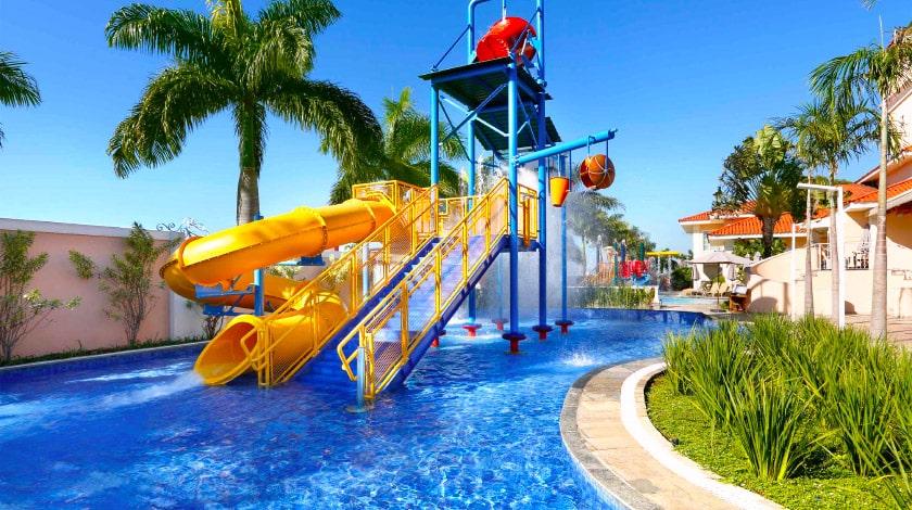 Piscina do Royal Palm Plaza, resort em São Paulo perfeito para crianças