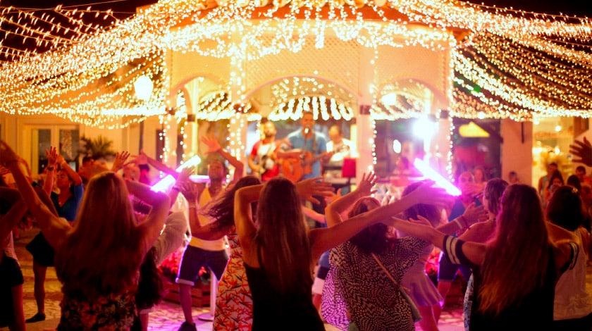 Vila Nova da Praia, no complexo Costa do Sauípe, onde acontecem shows à noite