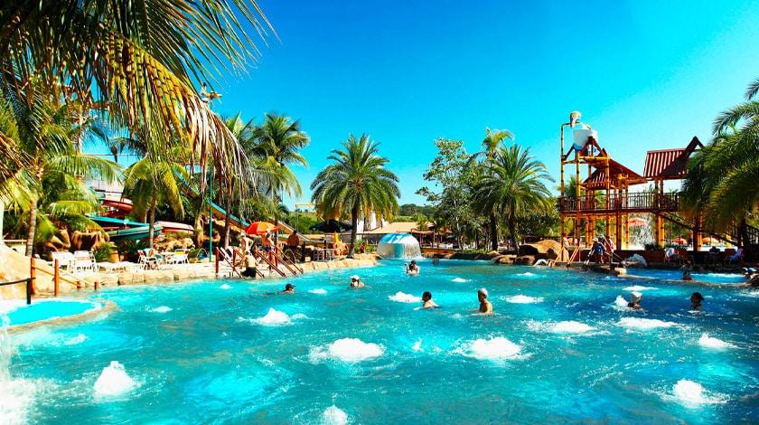 Piscina do Thermas dos Laranjais, parque aquático em Olímpia
