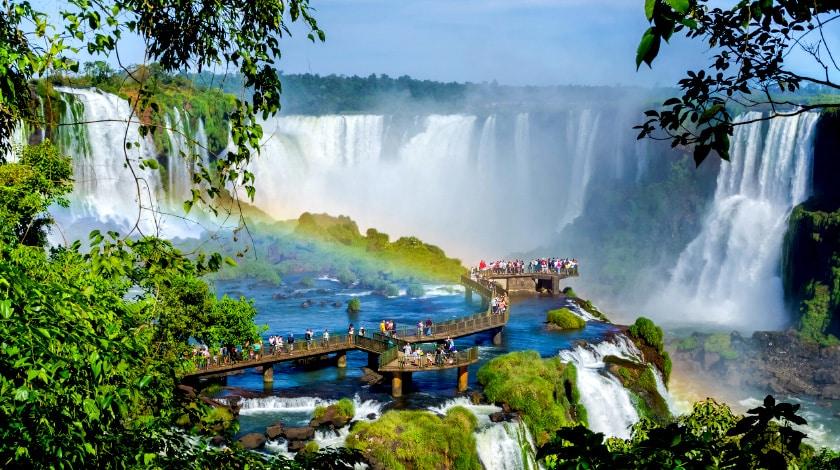 Vista geral das Cataratas do Iguaçu, destino para viajar em dezembro