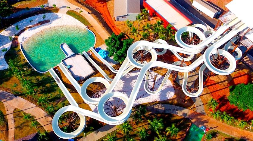 Vista aérea do Irado, no parque Hot Beach, em Olímpia