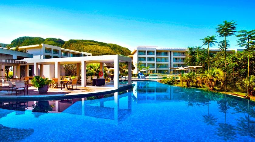 Piscina Infinitus, de borda infinita, localizada no Cristal Resort, no Rio Quente