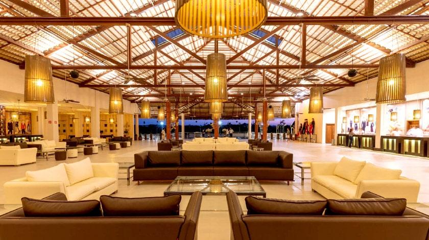 Lobby do Vila Galé Touros, resort perfeito para a lua de mel