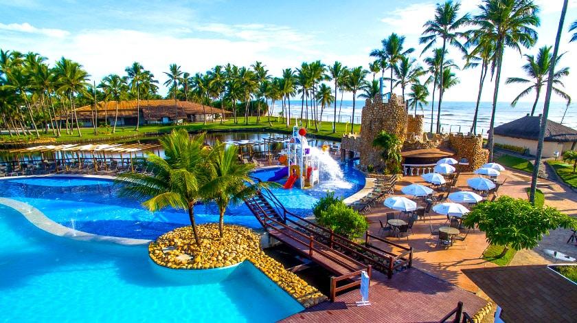 Vista geral da piscina e praia do Cana Brava Resort, na Bahia Week