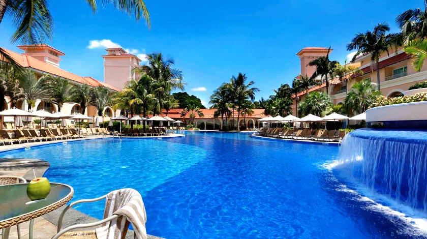 Área piscina do Royal Palm Plaza Resort, em São Paulo