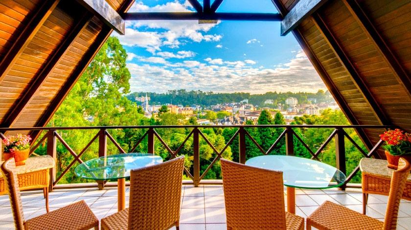 Vista para Gramado desde a varanda do Wish Serrano Resort