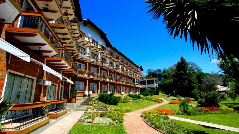 Apartamentos e jardim do Hotel Alpestre, em Gramado