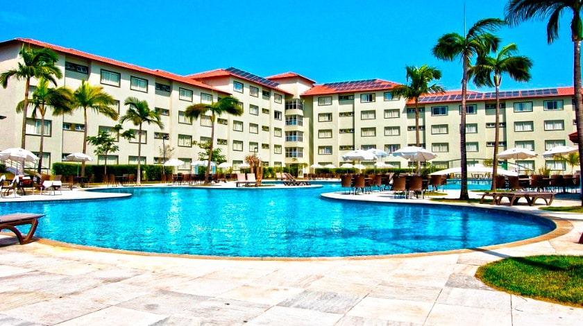 Área da piscina do Tauá Resort Atibaia, em São Paulo