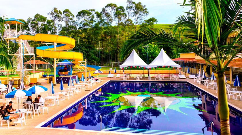Área da piscina do Recanto do Teixeira