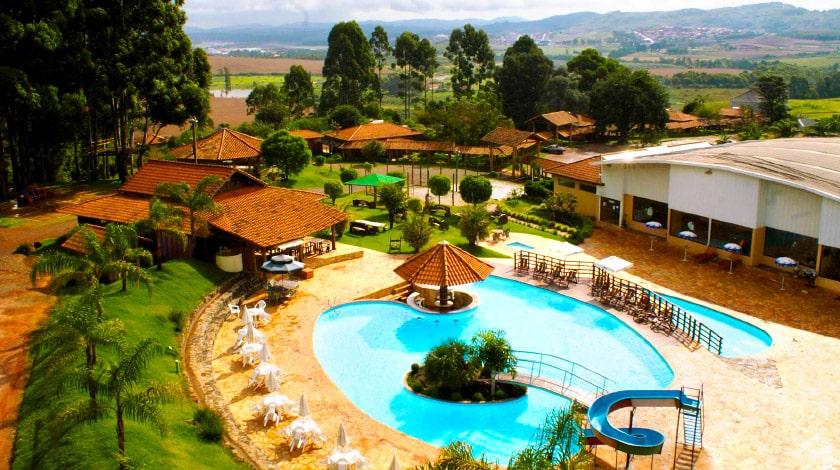 Piscinas da Fazenda Poços de Caldas, hotel entre as Ofertas de Carnaval