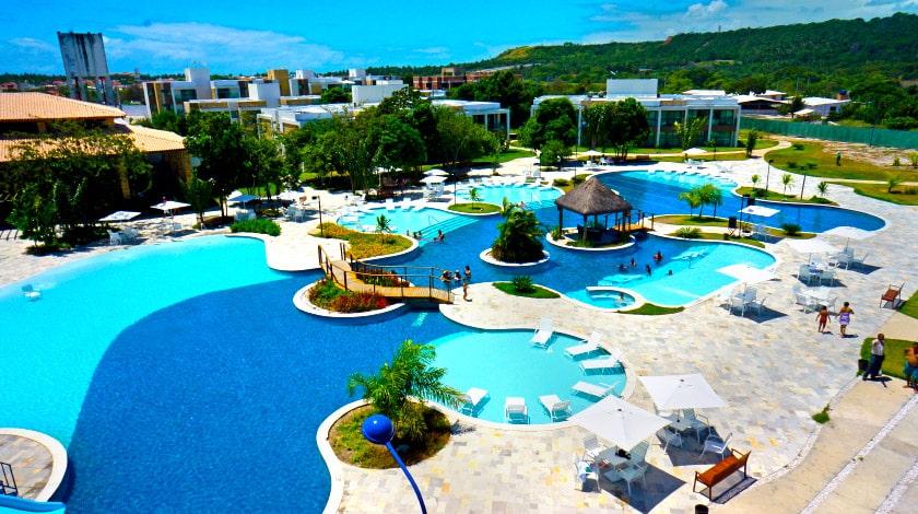 Área da piscina do Iloa Resort, escolha para viajar em fevereiro
