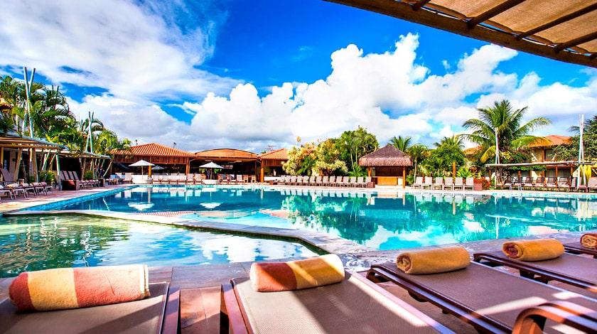 Piscinas ao ar livre para curtir as férias de janeiro no La Torre Resort