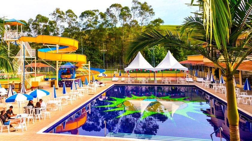Piscina do Recanto do Teixeira, um dos resorts na SP Trip