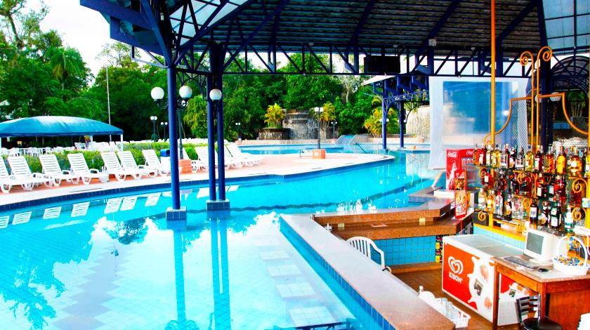 Bar molhado na piscina do Lagos de Jurema
