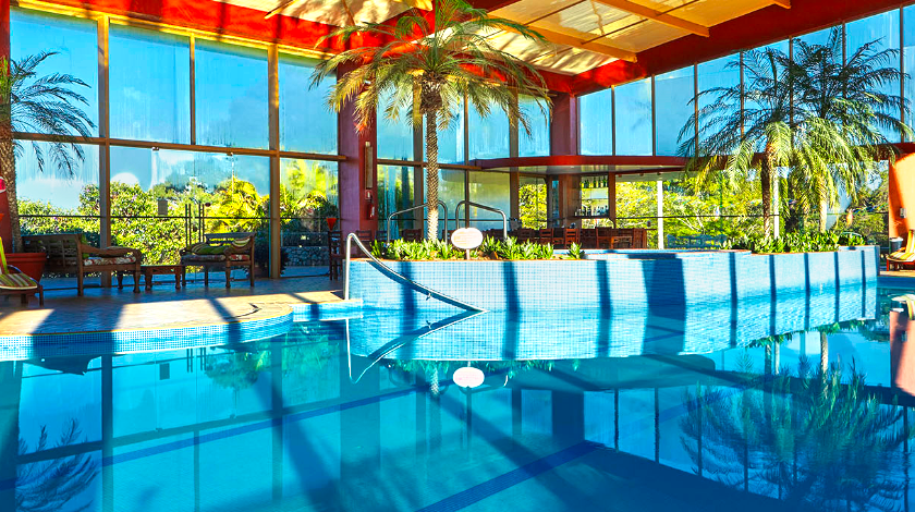 Piscina coberta do Hotel Villa Rossa, em São Roque