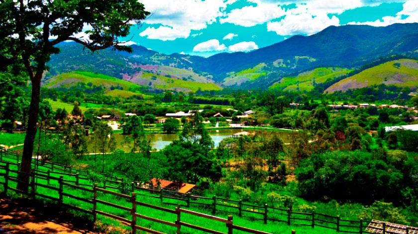 Foto da área de lazer da Fazenda Vale da Mantiqueira.