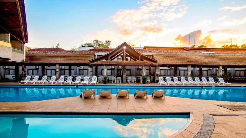 Área da piscina no Nauticomar Hotel & Beach Club